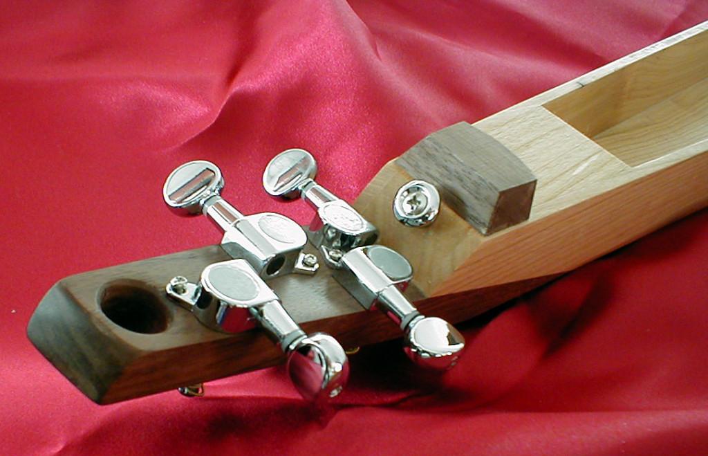 Le dessous de l'instrument