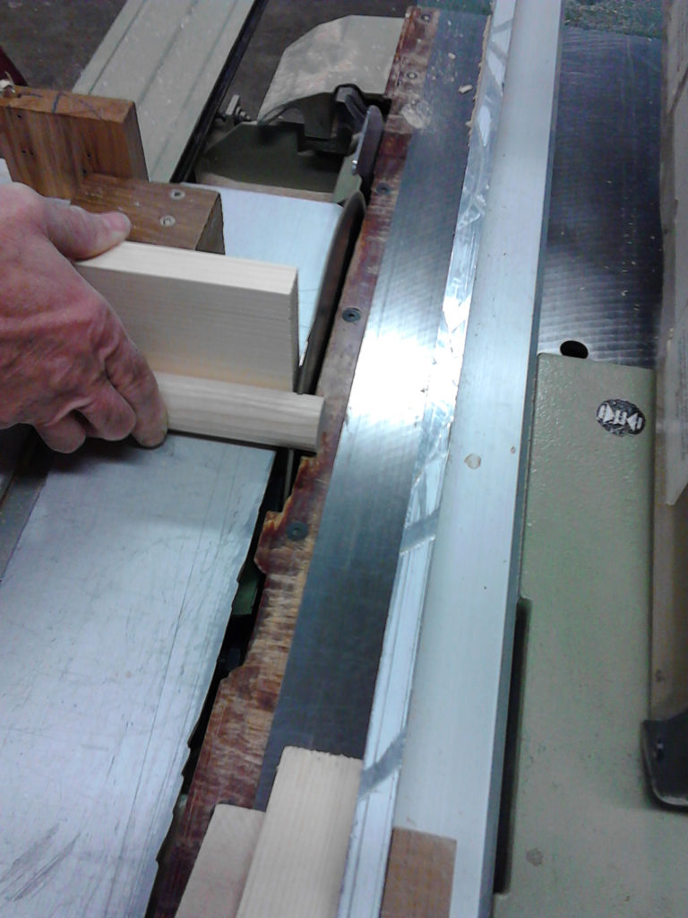 Préparer le dépassement de la lame, soit 10 mm.